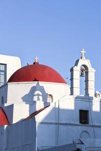 ミコノス島赤いドームの教会の写真素材 [FYI04094935]