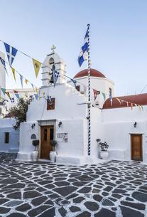 ミコノス島の小さな教会の写真素材 [FYI04094936]