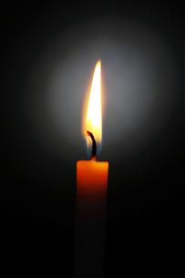 ロウソクの炎の写真素材 [FYI04095051]