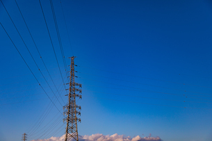 高圧線鉄塔の写真素材 [FYI04095242]
