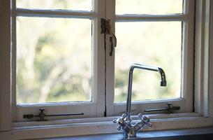 キッチンの窓の写真素材 [FYI04095670]