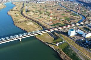江戸川に架かる鉄橋の写真素材 [FYI04095883]
