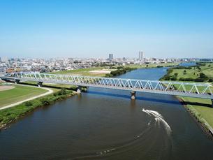 江戸川に架かる鉄橋の写真素材 [FYI04095886]