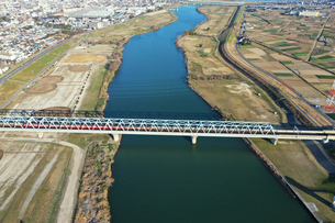 江戸川に架かる鉄橋の写真素材 [FYI04095887]