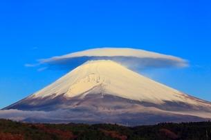 富士山と笠雲の写真素材 [FYI04095891]
