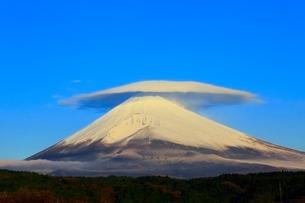 富士山と笠雲の写真素材 [FYI04095892]