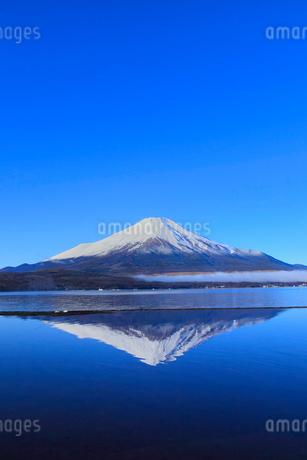 山中湖より富士山の写真素材 [FYI04095913]