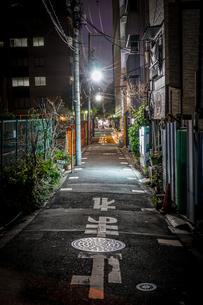 路地裏の光景の写真素材 [FYI04095946]