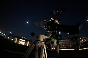 天体観測のイメージの写真素材 [FYI04095953]