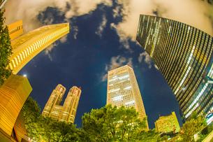 東京新宿の高層ビル群の夜景の写真素材 [FYI04096052]