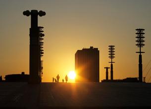 夢の大橋の夕日の写真素材 [FYI04096424]