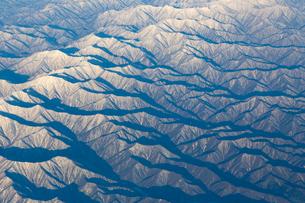 空から見た冬の北海道  日高山脈の写真素材 [FYI04096689]