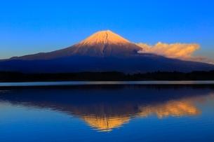 田貫湖より富士山の夕景の写真素材 [FYI04096690]