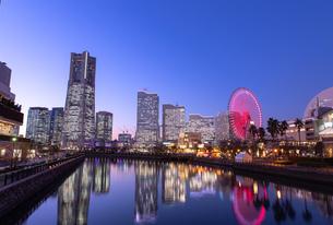 横浜の夜景 みなとみらいの写真素材 [FYI04096710]