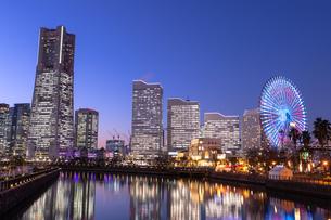 横浜の夜景 みなとみらいの写真素材 [FYI04096713]