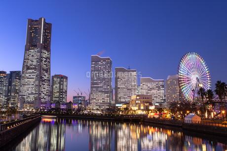 横浜の夜景 みなとみらいの写真素材 [FYI04096714]