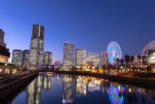横浜の夜景 みなとみらいの写真素材 [FYI04096716]