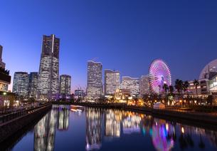 横浜の夜景 みなとみらいの写真素材 [FYI04096718]