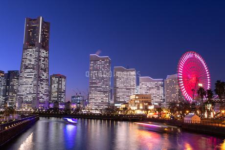 横浜の夜景 みなとみらいの写真素材 [FYI04096720]