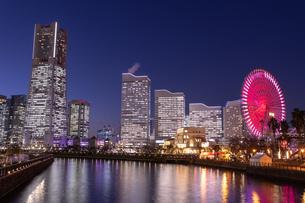 横浜の夜景 みなとみらいの写真素材 [FYI04096721]