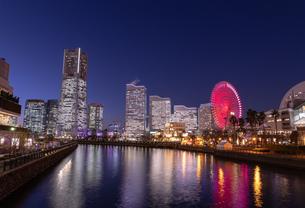 横浜の夜景 みなとみらいの写真素材 [FYI04096722]