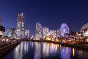 横浜の夜景 みなとみらいの写真素材 [FYI04096723]