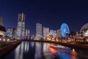 横浜の夜景 みなとみらいの写真素材 [FYI04096724]