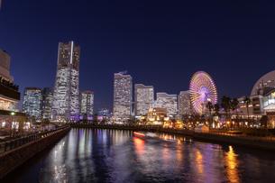 横浜の夜景 みなとみらいの写真素材 [FYI04096725]