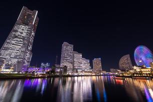 横浜の夜景 みなとみらいの写真素材 [FYI04096730]