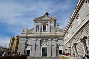 スペイン マドリッドのアルムデナ大聖堂の写真素材 [FYI04097159]