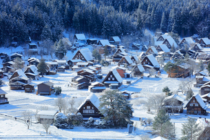 世界文化遺産 城山展望台より冬の白川郷の写真素材 [FYI04097301]