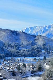 世界文化遺産 城山展望台より冬の白川郷の写真素材 [FYI04097307]