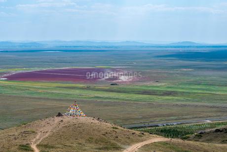 丘の上に立つオボーの写真素材 [FYI04097371]