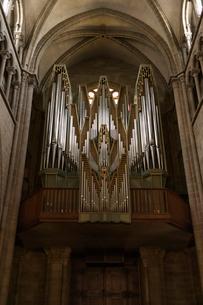 スイス、ジュネーブ、サン・ピエール大聖堂のパイプオルガンの写真素材 [FYI04097532]