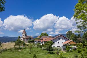 スイス、ヴォー州ブルティニの風景の写真素材 [FYI04097541]