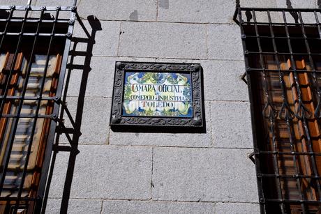 スペイン トレドのタイルの表示板の写真素材 [FYI04097844]
