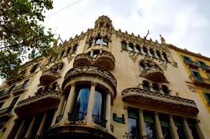 スペイン バルセロナのカサ・リェオ・イ・モレラの写真素材 [FYI04097861]