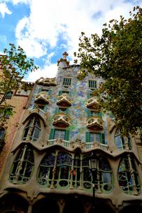 スペイン バルセロナのカサ・バトリョの写真素材 [FYI04097864]