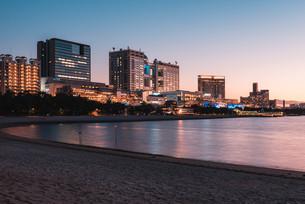 東京お台場の夕暮れの写真素材 [FYI04098279]