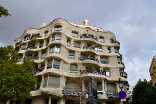 スペイン バルセロナのカサ・ミラの写真素材 [FYI04098418]