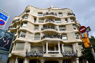 スペイン バルセロナのカサ・ミラの写真素材 [FYI04098420]