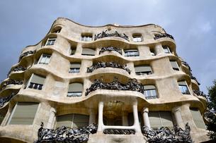 スペイン バルセロナのカサ・ミラの写真素材 [FYI04098421]