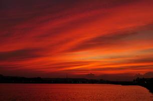 燃えるような夕焼の写真素材 [FYI04098501]