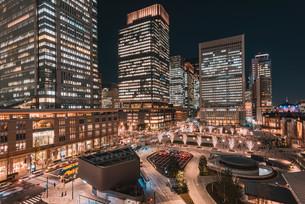 東京丸の内の夜景の写真素材 [FYI04098511]