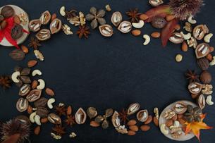 木の実の壁紙の写真素材 [FYI04099035]