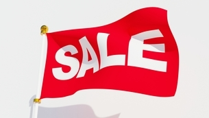 Red sale flag waving in the windのイラスト素材 [FYI04099523]
