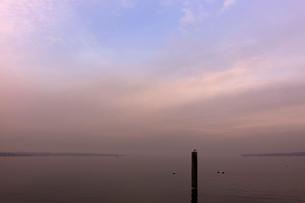 スイス、ジュネーブのレマン湖風景の写真素材 [FYI04099545]