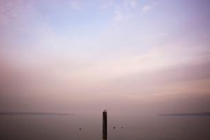 スイス、ジュネーブ、レマン湖の風景の写真素材 [FYI04099546]