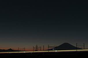富士山と東海道新幹線の写真素材 [FYI04099583]