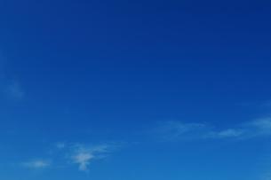 少し雲がある晴れの空(静岡県小山町)の写真素材 [FYI04099588]